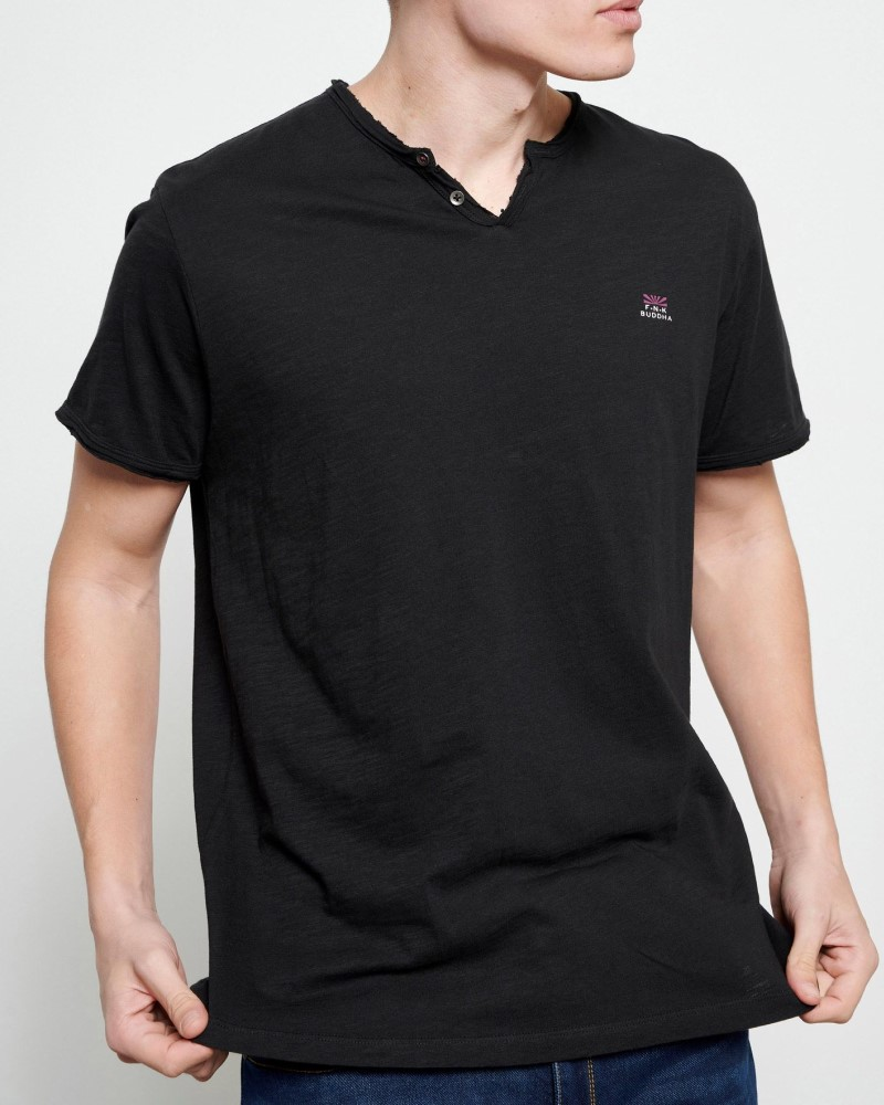 ESSENTIAL T-SHIRT ΜΕ ΛΑΙΜΟ HENLEY - BLACK