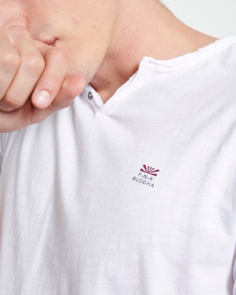 ESSENTIAL T-SHIRT ΜΕ ΛΑΙΜΟ HENLEY - WHITE